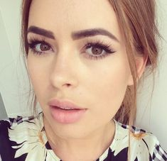 Tanya Burr best hair & makeup looks - beauty look book Beauty Make-up, Beauty Hacks, Hair Beauty, Tanya Burr Makeup, Bridal Makeup, Wedding Makeup, Celebrity Makeup Looks, Wispy Lashes, Spring Makeup