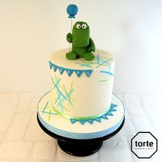 Snappy Birthday baby crocodile birthday cake #birthday #cake #crocodile #babyanimal #birthdaycakessheffield #bunting
