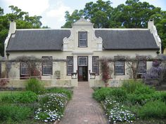 cape dutch plans at DuckDuckGo South African Homes, African House, Beautiful Buildings, Beautiful Homes, Cape Dutch, Dutch House, Dutch Colonial, Types Of Houses, Architecture Details