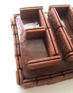 Bourbon biscuit 30th birthday cake by Frances Quinn