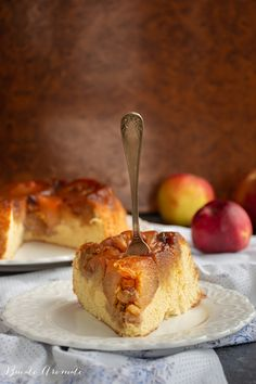 Tort de mere caramelizate și blat de pandișpan Caramel Apples, Food Photo, Sweet, Desserts, Pie, Apple Tea Cake, Candy, Tailgate Desserts, Deserts
