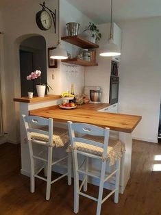 Lights over bar stool area – Top Trend – Decor – Life Style Home Decor Kitchen, Country Kitchen, Home Kitchens, Küchen Design, House Design, Decorating Small Spaces, Cozy House, Cheap Home Decor, Kitchen Remodel
