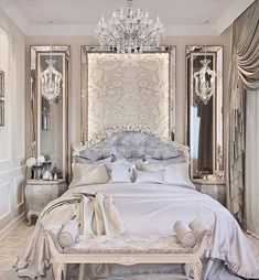 It looks like a Royal bedroom . Se parece a un dormitório Real . Parecido com um quatro de dormir da Realeza . Guest Bedroom Decor, Bedroom Decor Elegant, Big Bedrooms, French Bedrooms, Luxury Bedroom Design, Woman Bedroom, Suites, Minimalist Bedroom, Dream Rooms
