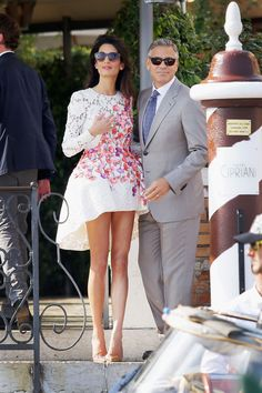 Married couple George Clooney and Amal Alamuddin (in a Giambattista Valli couture dress) are seen outside Hotel Cipriani September 2014 in Venice, Italy. An official civil service took place on Monday, Sept. George Clooney Amal Alamuddin, Amal Alamuddin Style, George Clooney Wedding, Amal Clooney Wedding Dress, Looks Street Style, Looks Style, Mode Glamour, Glamour Uk, Stylish Couple
