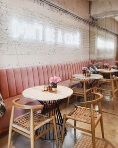 Banquette seating restaurant interiors brick walls Ideas for 2019 Bakery Interior, Restaurant Interior Design, Shop Interior Design, Cafe Design, Restaurant Interiors, Spa Design, Salon Design, Restaurant Vintage, Deco Restaurant