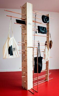 Leave Or Use par Collectif Parenthèse - Journal du Design Display Design, Booth Design, Shelf Design, Store Design, Ikea Furniture, Furniture Design, Paint Furniture, Furniture Stores, Regal Design