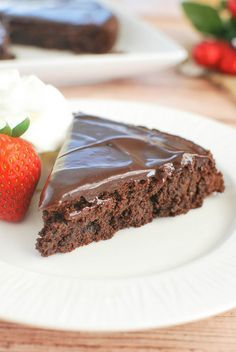 Flourless Chocolate Cake - rich chocolate cake with a delicious chocolate ganache. Perfect for Valentine's Day!