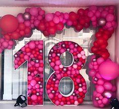Festa de 18 anos: 30 ideias com fotos para inspirar! 18th Birthday Party Themes, Spongebob Birthday Party, Birthday Goals, Birthday Balloon Decorations, Birthday Balloons, Custom Balloons, Giant Number Balloons, Number 18, Marquee Letters