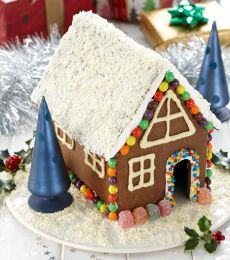 Cadbury Chocolate Gingerbread House Recipe for Christmas Gingerbread House Parties, Christmas Gingerbread House, Gingerbread Man, Christmas Cookies, Christmas Chocolate, All Things Christmas, Christmas Time, Holiday Fun, Holiday Ideas
