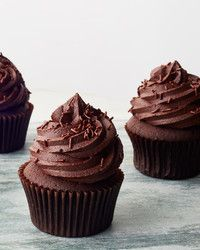 A sweet surprise awaits in the center of this cupcake -- no messy extra steps required, thanks to the genius addition of a store-bought cream-filled chocolate cookie. Dark Chocolate Frosting, Chocolate Frosting Recipes, Chocolate Stout, Chocolate Cream Cheese, Chocolate Glaze, Chocolate Cupcakes, Vegetarian Chocolate, Vegan Chocolate, Ultimate Chocolate Cake