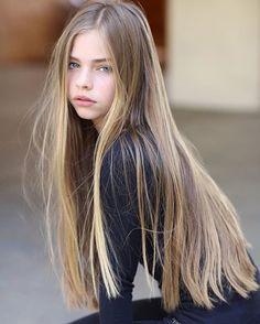 현재 미국에서 다양한 브랜드 모델로 활약중인 Jade Weber. 홍콩에서 태어나 부모님은 두분다 프랑스인으로, 현재 미국 캘리포니아주 LA를 거점으로 모델활동을 하고 있는데요. 몇살로 보이나요? 요즘 워낙 동안..