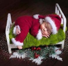 Он еще спит!!!!!pic.twitter.com/xG3lxm7QxH Merry Christmas Baby, Baby Christmas Photos, Christmas Tree Farm, Christmas Love, Christmas Holidays, Christmas Wreaths, Xmas, Christmas Ornaments, Cute Baby Pictures