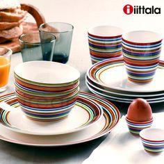 Kleurrijk en toch ingetogen - het simpele Scandinavische ontwerp van dit Iittala Origo servies brengt kleur op tafel.