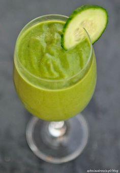 Zielony koktajl z młodym jęczmieniem