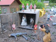 ZOMBIE ATTACK - G-Scale Garden Train - www.gscaletrain.blogspot.ca