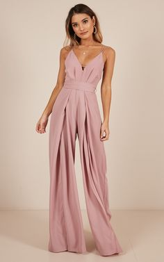 one piece outfit jumpsuit elegant Jumpsuit Outfit Dressy, Formal Jumpsuit, Wedding Jumpsuit, Prom Jumpsuit, Elegant Jumpsuit, Look Fashion, Fashion Outfits, Dinner Outfits, Prom Dresses