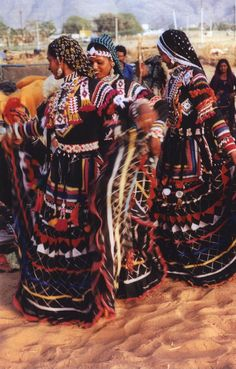Khalbelia 'Gypsy' Dance: Rajasthan Culture - Rajasthan is the part of India gypsies come from.