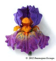Брошь `Софи`. Брошь в виде крупного цветка ириса. Выполнена в технике мокрого валяния с дальнейшей проработкой иглой.