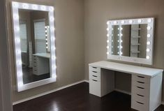 vanities, hollywood vanity mirror, lighted mirrors, vanity mirror, Informations About Dream Vanities Bedroom Decor For Teen Girls, Room Ideas Bedroom, Teen Room Decor, Teen Bedroom Designs, Beauty Room Decor, Makeup Room Decor, Jugendschlafzimmer Designs, Pinterest Room Decor, Cute Room Decor
