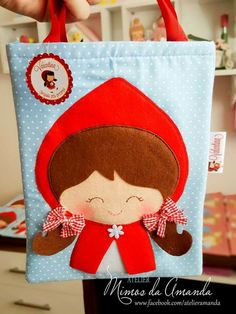 Bolsa de dulces Caperucita roja Cute Tote Bags, Diy Tote Bag, Felt Crafts, Diy Crafts, Red Riding Hood Party, Dog Clothes Patterns, Girls Bags, Party Bags, Goodie Bags