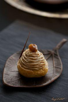 モンブラン・シュー もっと見る Sweets Recipes, Gourmet Recipes, Mont Blanc Cake, Amazing Food Photography, Dessert Bread, Dessert Drinks, Sweet Cakes, Sweet Desserts, Chocolate Desserts