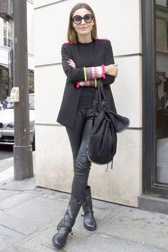 冬に掛けてストリートに巻き起こるブラック・モード旋風。小物使いがシルエットのバランスがポイントの、黒の着こなしを参考にしてみて。 Architect Fashion, French Fashion, Leather Pants, Street Style, Leather Jogger Pants, Urban Style, Leather Joggers, Street Style Fashion, Street Styles