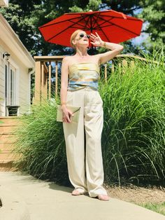 How to Style Wide Leg Pants the French Chic Way - Affordable French Chic Fashion Blog French Chic Fashion, Black Lace Bralette, Pleated Pants, Effortless Chic, Ruffle Top, Summer Tops, Fashion Pants, Wide Leg Pants, Looks Great