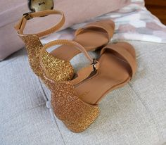 These Glitter heels are so easy to create. Not only does it take very little time, it is something you can do to spice up an ol...