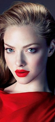 Amanda Seyfried | red lips, fall look