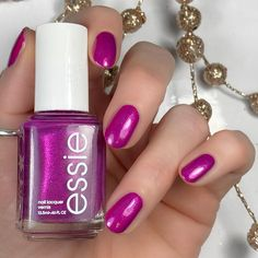 """Mi piace"": 58, commenti: 3 - Brandi 💁🏻💋💅🏻 (@livwithbiv) su Instagram: ""Looking for a fun color to wear for your #holidaymani?!? @essie 'Jamaica Me Crazy' is a beautiful…"""