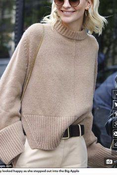 Knitting design fashion knitwear inspiration 47 ideas for 2020 Knitwear Fashion, Knit Fashion, Sweater Fashion, Look Fashion, Pullover Mode, Knitting Designs, Knitting Ideas, Minimal Fashion, Sweater Weather