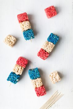 Fourth of July rice krispie skewers with @cocacola #ad #ShareACoke