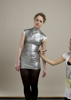 duct tape dress form: Lean over and mark the smallest part of your waste Diy Clothes Patterns, Sewing Clothes, Dress Patterns, Duct Tape Dress, Robe Diy, Costura Fashion, Coin Couture, Blog Couture, Fashion Sewing
