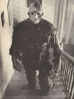 If i seen this dude coming up my stairs i would  run lock myself in a room and jump out the window!!! Scarrry!!!