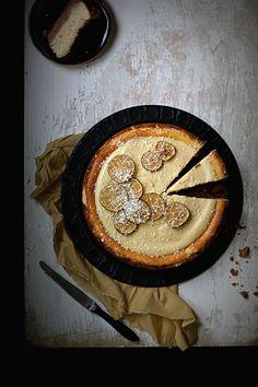 na krachym spodzie: Tajski sernik z trawą cytrynową i liśćmi limonki kaffir - Thai coconut cheesecake with lemon grass and Kaffir lime leaves