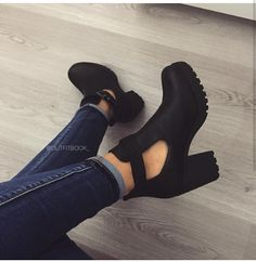 69 Ideas Fashion Shoes Photography Inspiration High Heels For 2019 Pretty Shoes, Beautiful Shoes, Cute Shoes, Me Too Shoes, Dream Shoes, Crazy Shoes, Heeled Boots, Shoe Boots, Mode Outfits