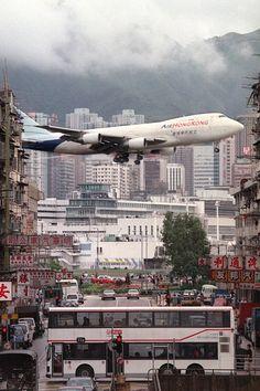 Hong Kong, plane landing at Kai Tak Airport 1998 Hong Kong, Kai Tak Airport, Commercial Aircraft, Civil Aviation, Boeing 747, Cool Pictures, Scenery, Architecture, World