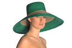 Cappello Malo  Come un accessorio diventa essenziale!  Bellissimo per una cerimonia, perfetto per aggiungere sempre un po' di mistero.