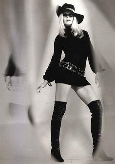 Brigitte Bardot Photo: This Photo was uploaded by Swinging_Sixties. Find other Brigitte Bardot pictures and photos or upload your own with Photobucket f. Bridgitte Bardot, 60s And 70s Fashion, Retro Fashion, Vintage Fashion, Fashion Music, Sophia Loren, Estilo Marilyn Monroe, Style Année 60, Carlo Ponti