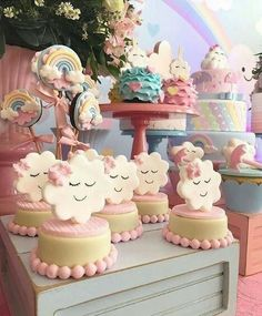 This theme may be one of the cutest for a baby birthday party or baby showers. Baby Cakes, Baby Shower Cakes, Baby Shower Parties, Rainbow Birthday, Baby Birthday, Birthday Parties, Birthday Ideas, Rain Baby Showers, Cloud Party
