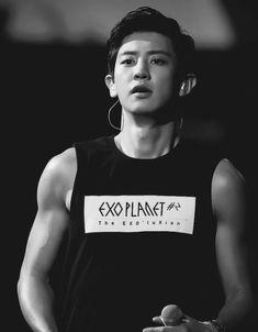 His arms♥️ I'm done. Exo Korean, Korean Boy, Park Chanyeol Exo, Kyungsoo, Exo For Life, Exo Album, Exo Luxion, Korean Babies, Kim Minseok