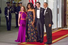 WASHINGTON, D.C. â On Thursday, March 10, from (l-r), Mrs. Gregoire Trudeau, First Lady Michelle Obama, Canada's Prime Minister, and President Barack Obama outside of the North Portico of the White House before the State Dinner in the East Room of the White House. (Photo by Cheriss May/NurPhoto) (Photo by Cheriss May/NurPhoto/NurPhoto via Getty Images)