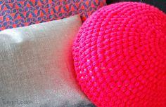 Neon crochet round pillow puff stitches Hæklet rund pude