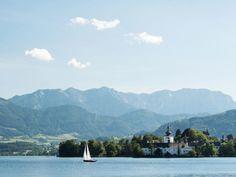 Gmunden Salzkammergut Oberösterreich Salzburg, Hallstatt, Seen, Most Beautiful Pictures, In The Heights, Cool Photos, Mountains, Beach, Water