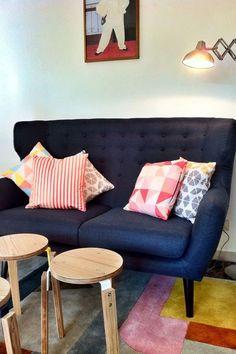 13 petits canapés stylés pour petits espaces Decor, Love Seat, Inspiration, Furniture, Living Room, Home, Couch, Home Decor, Room