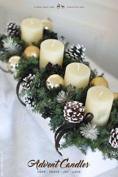 Christmas Table Centerpieces, Xmas Decorations, Christmas Decorations With Pinecones, Pinecone Decor, Quinceanera Decorations, Centerpiece Ideas, Christmas Wreaths, Christmas Crafts, Christmas Candles