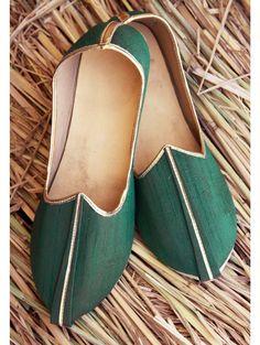 Delightful Green Mojari  Item code : MJ123   http://www.bharatplaza.com/new-arrivals/accessories/delightful-green-mojari-mj123.html https://www.facebook.com/bharatplazaportal https://twitter.com/bharat_plaza