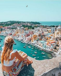 Guys, do u know Procida? It is one of the most colorful islands in the Meditteranean and a true gem. You won't see here groups of turist… Sorrento Italy, Napoli Italy, Toscana Italy, Sicily Italy, Venice Italy, Italy Vacation, Italy Travel, Places To Travel, Places To Visit