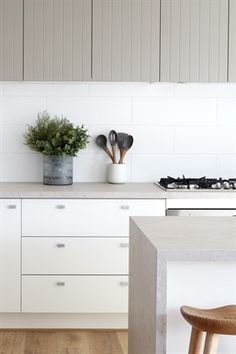 Our new Topus Concrete isn't the only thing with neutral blush undertones - your cheeks will match with all the compliments you'll be receiving on these gorgeous countertops. Just ask Boutique Homes Victoria! Home Kitchens, Stone Benchtop Kitchen, Kitchen Remodel Small, Kitchen Benchtops, Kitchen Design, Kitchen Inspirations, Caesarstone, Kitchen Interior, Countertops