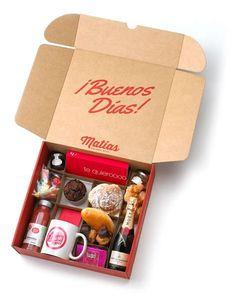 Love Gifts, Diy Gifts, Breakfast Basket, Breakfast Ideas, Boite A Lunch, Party In A Box, Food Packaging, Packaging Ideas, Box Design